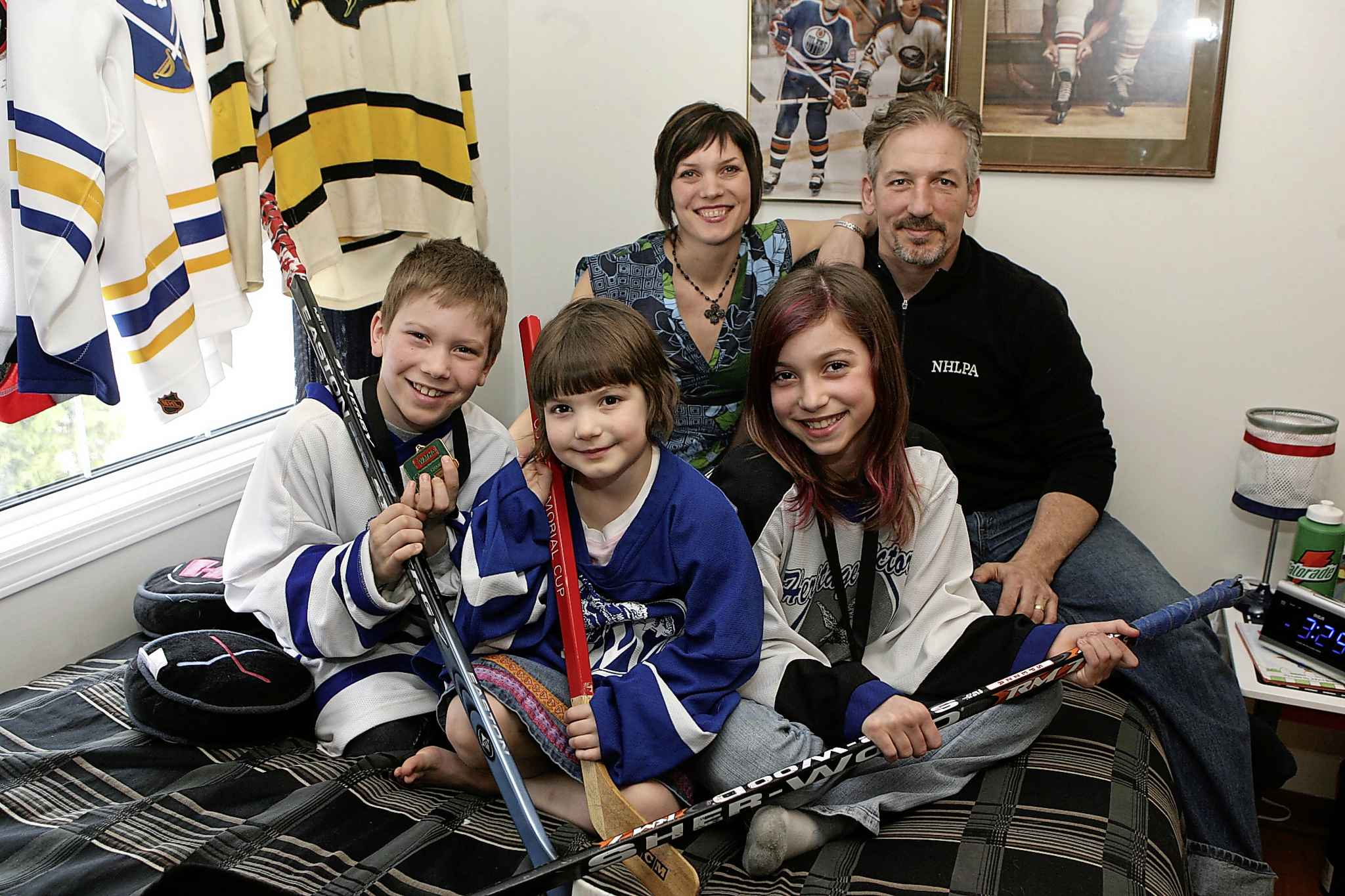 Aimee at 4-years-old, (centre), with brother Nolan, 8, (left) and sister Madison, 11, with mom Carrie and father Stephen. (Ruth Bonneville / Winnipeg Free Press files)