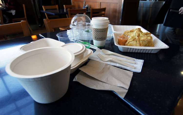 Prairie Ink Restaurant and Bakery in McNally Robinson at Grant Park Mall begins carrying biodegradable takeout containers.  (Emma Turner / Winnipeg Free Press Archives)