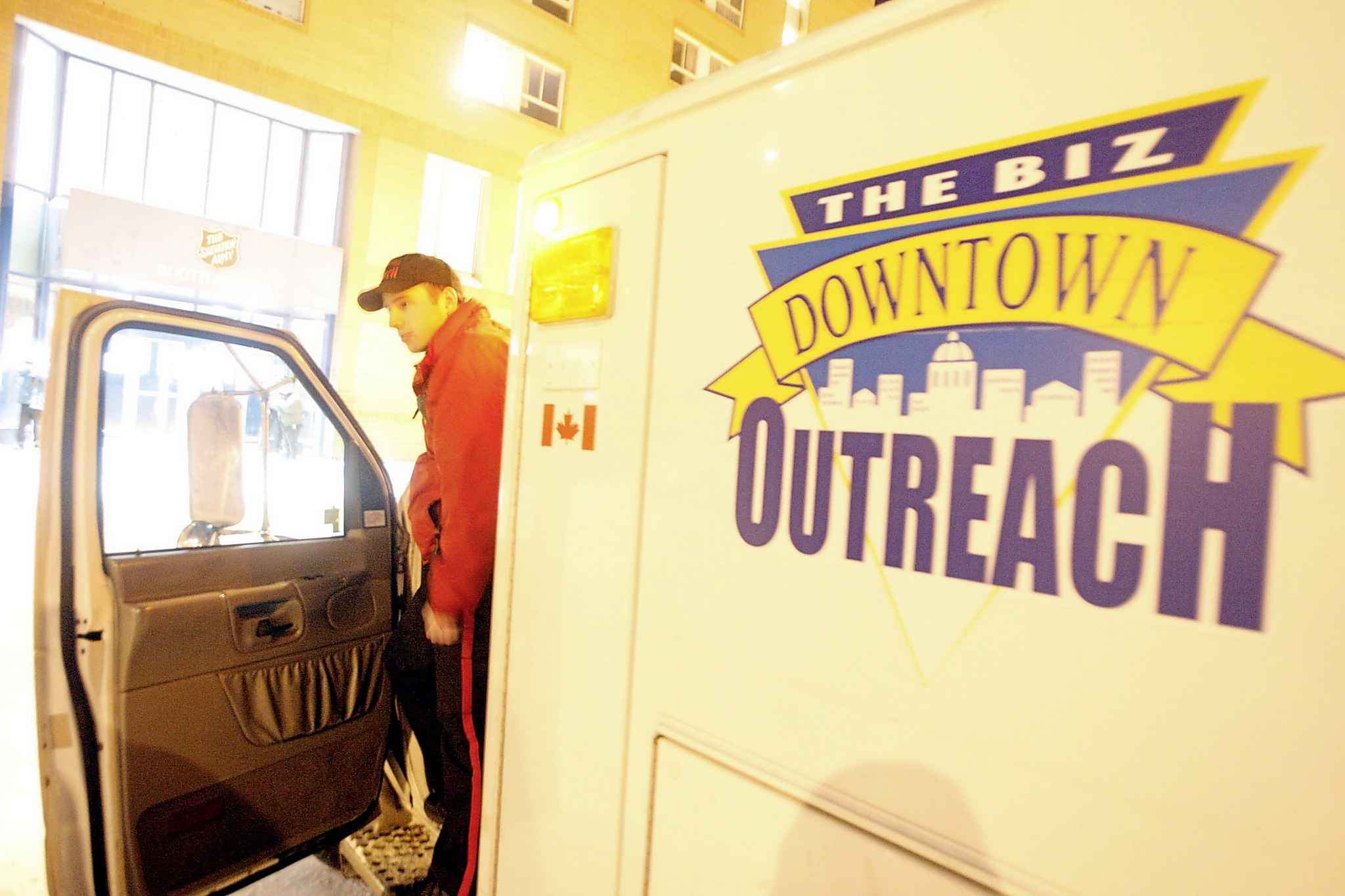 The Downtown BIZ co-ordinates with local law enforcement, private businesses and a Community Homeless Assistance Team. (Boris Minkevich / Winnipeg Free Press files)