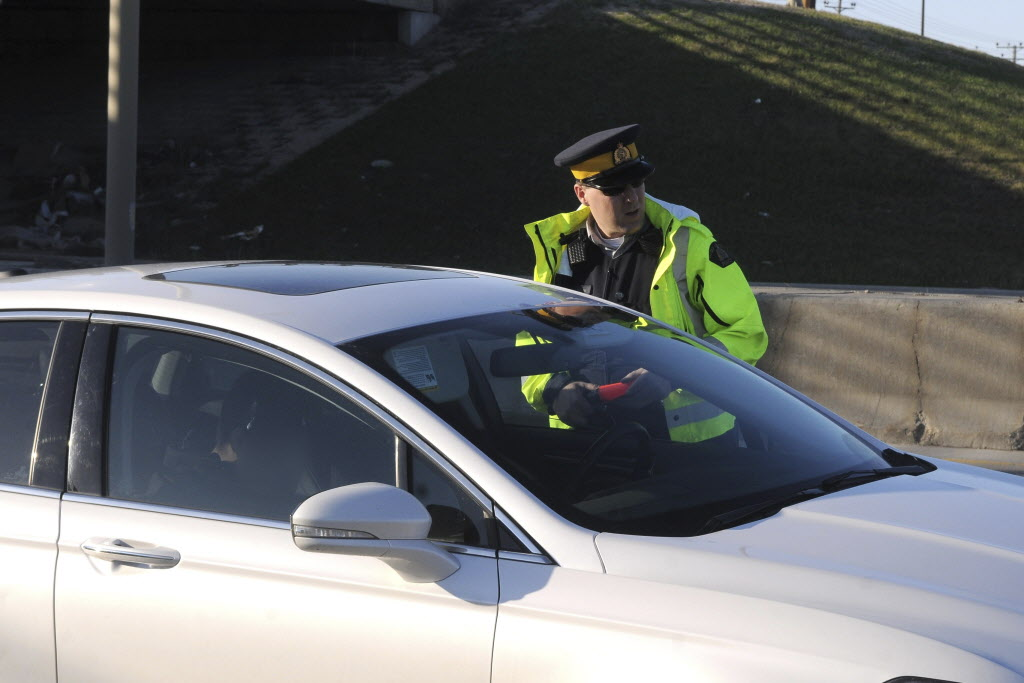 Const. Justin Boileau speaks with a motorist RCMP pulled over on the Perimeter Highway on May 9.