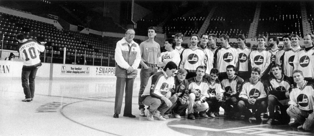 Hawerchuk skates away from team photo in April 1990. Hawerchuk asked to be traded that year. (Ken Giglioitti / Winnipeg Free Press files) -