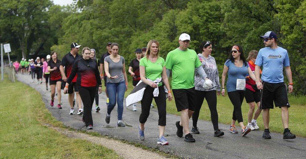Participants make their way at the 2km mark on Wellington Crescent.<br>
