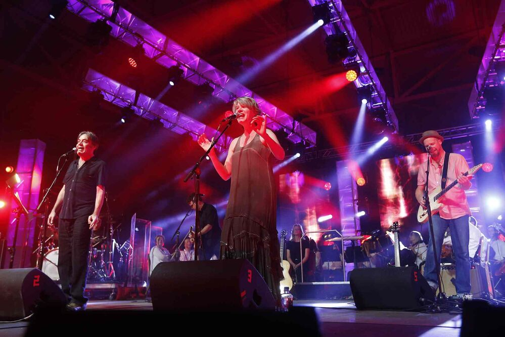 The Crash Test Dummies perform during Manitoba Night at the Canada Summer Games Festival at The Forks Monday.  - JOHN WOODS / WINNIPEG FREE PRESS