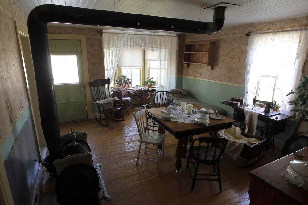 A living area in the front room of a home of the building where McClung lived. (Boris Minkevich / Winnipeg Free Press)