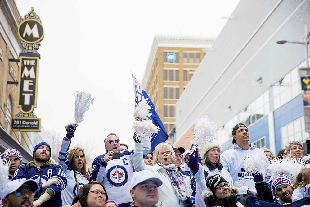 MIKAELA MACKENZIE / WINNIPEG FREE PRESS<br>Fans cheer as they watch the game at the Jets whiteout party.<br>
