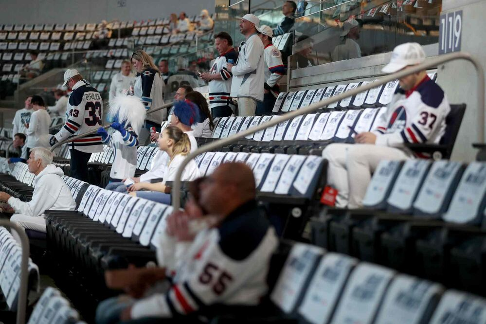 TREVOR HAGAN / WINNIPEG FREE PRESS<br>Fans begin to take their seats prior to playoff game one between the Winnipeg Jets' and Minnesota Wild, Wednesday, April 11, 2018.<br>