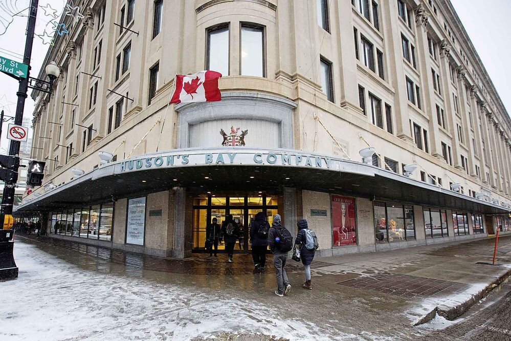 MIKE DEAL / WINNIPEG FREE PRESS  The Hudson's Bay Co. building at Portage Avenue and Memorial Boulevard in November 2019. -
