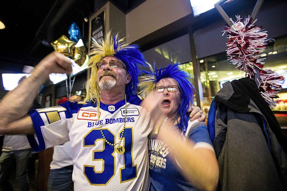 Bombers fans Mark and Cathy Whettell watch the Grey Cup game at Boston Pizza in Winnipeg. (Mikaela MacKenzie / Winnipeg Free Press) -