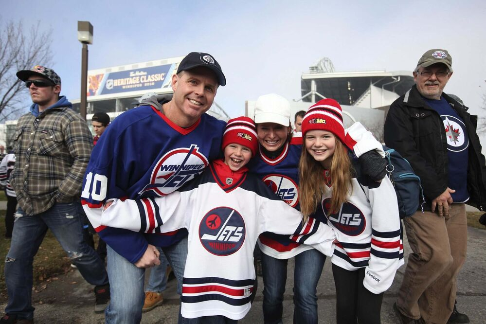 RUTH BONNEVILLE / WINNIPEG FREE PRESS<br>The MacInness family - Doug, Shannon, son Ben and daughter Abby - show off their team spirit.<br> -