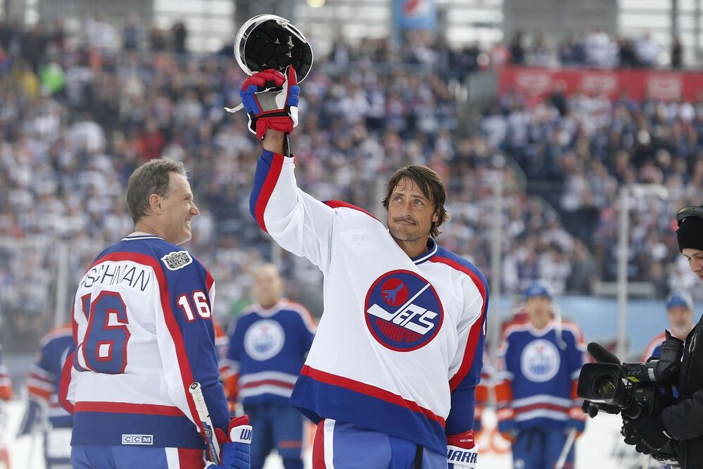 JOHN WOODS / THE CANADIAN PRESS<br>Former Winnipeg Jet Teemu Selanne waves to the crowd at Investors Group Field prior to the first period of the NHL Heritage Classic Alumni game.<br> -