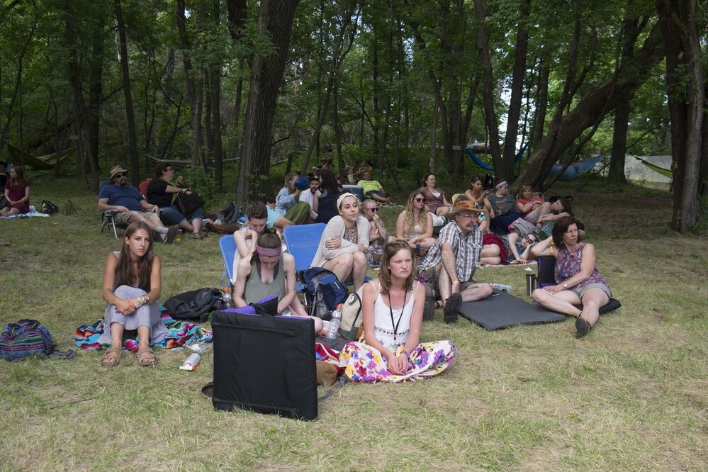 ZACHARY PRONG / WINNIPEG FREE PRESS<br><br>People enjoy live music at one of the many workshops offered at the Folk Festival, Friday.<br> -