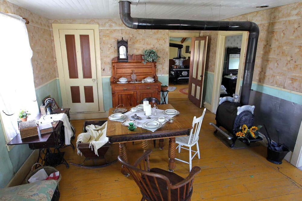 This is front room of the building where McClung boarded. (Boris Minkevich / Winnipeg Free Press)