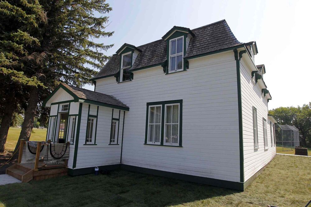 Nellie McClung once lived in this white house (Boris Minkevich / Winnipeg Free Press)