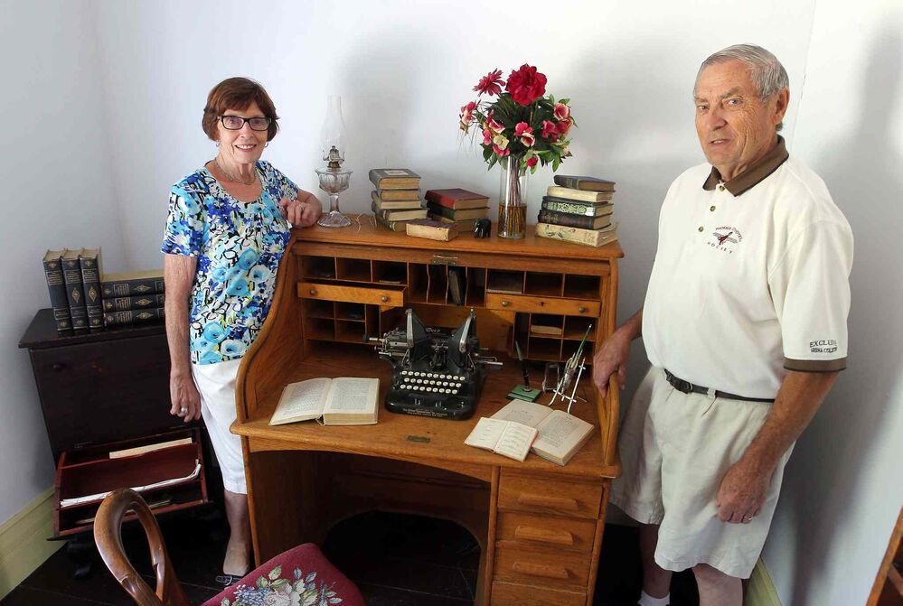 Bette Mueller (left) and her husband Walter in the room where McClung used to write. (Boris Minkevich / Winnipeg Free Press)