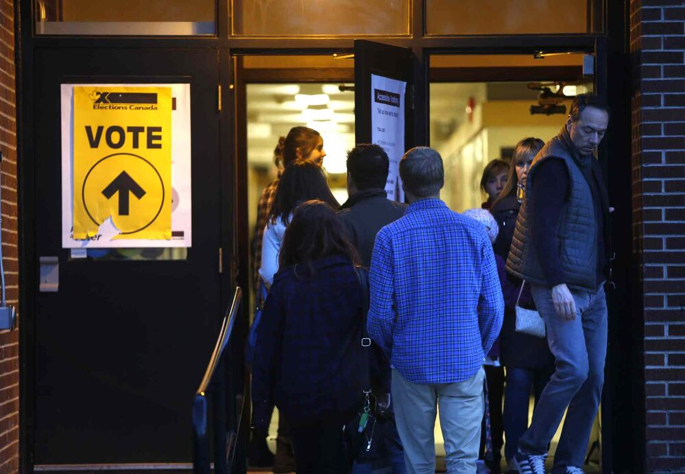 A steady flow of voters in the federal election at the polling station in Oakenwald School at 6:30pm Monday. The wait time was about 5minutes.  Wayne Glowacki / Winnipeg Free Press October 19 2015 -