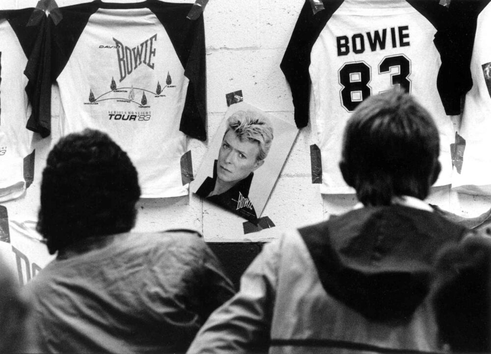 Fans stand in line to purchase t-shirts and commemorative books on Sep. 14, 1983.  - Dave Johnson / Free Press files