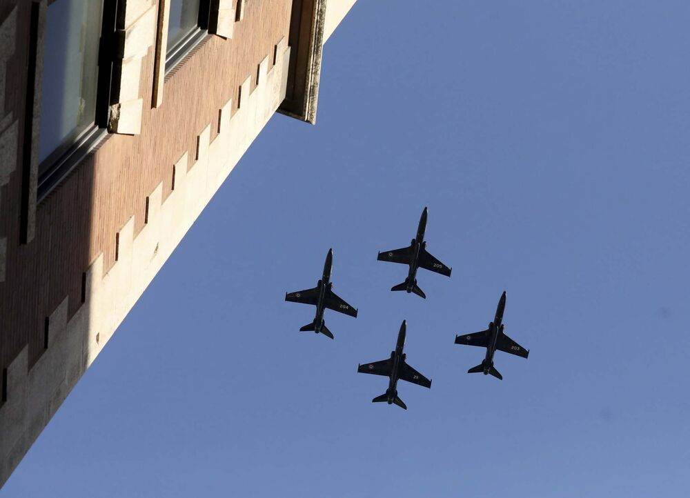 RUTH BONNEVILLE / WINNIPEG FREE PRESS<br>Four fighter jets pass over Bell MTS Place as thousands of Winnipeg Jets fans scream during the start of Game 1 of the Western Conference final between Winnipeg Jets and Vegas Golden Knights in Winnipeg Saturday, May 12, 2018 during the Whiteout street party.<br>