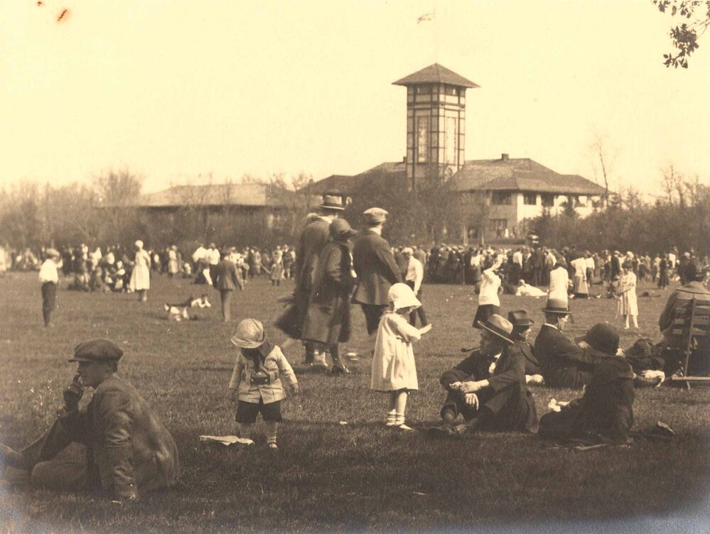 Children playing in front of  the pavilion in 1922. - Peter McAdam / Manitoba Archives
