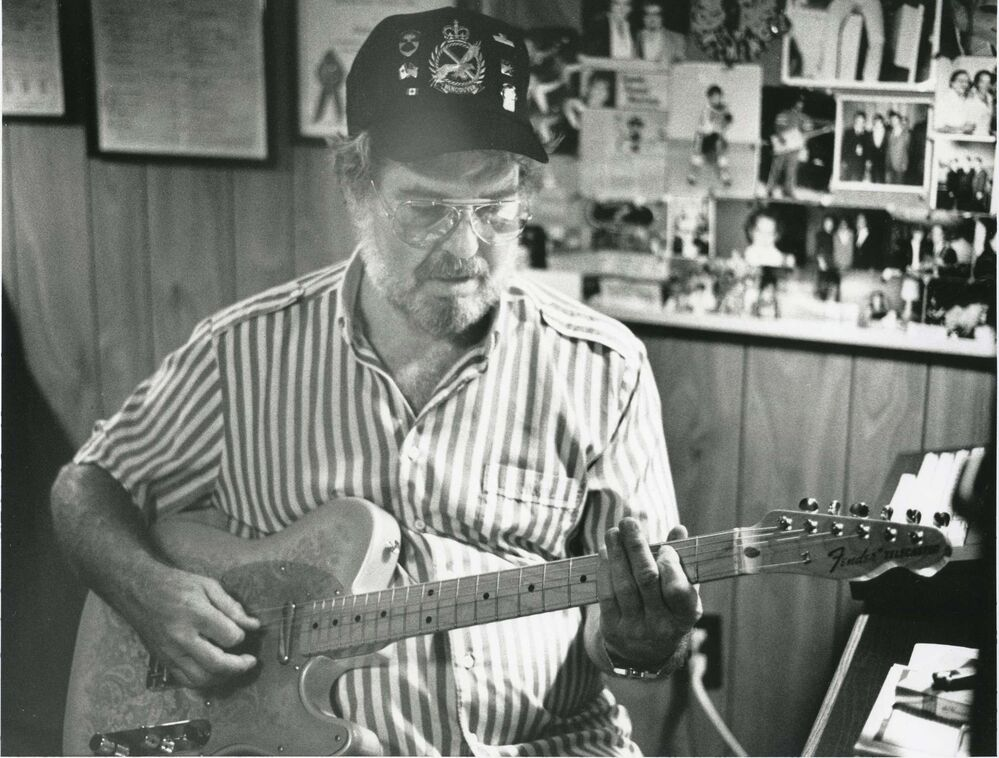 JOHN LYONS / WINNIPEG FREE PRESS FILES<br>Buddy Knox at his home in Dominion City in August 1988. He had four hit singles by the end of 1957 but was frustrated later in life about what his career might have been.<br><br> -