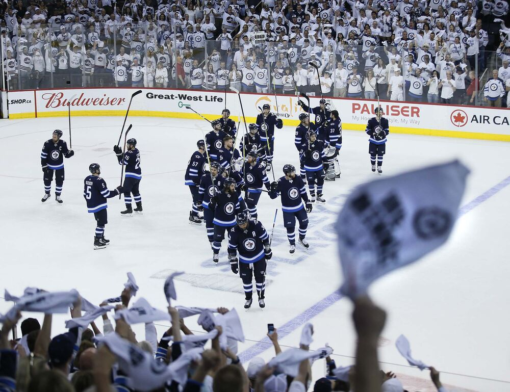 JOHN WOODS / WINNIPEG FREE PRESS</p><p>Winnipeg Jets salute