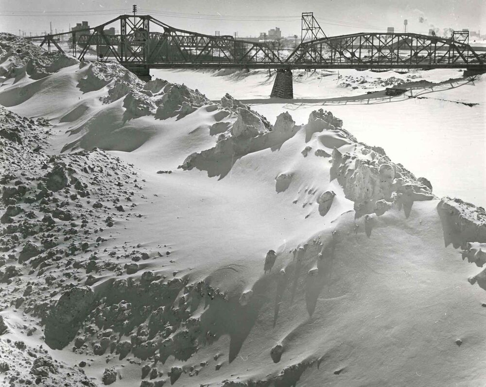 Snow piled high along the Red River. The picture was taken near the Louis Bridge, Higgins Avenue and Stadacona Street. (Winnipeg Free Press Archives)