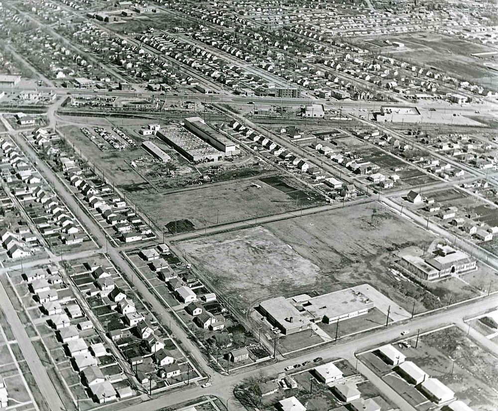 Fort Garry in 1961 looking southeast towards Pembina Highway from Beaumont Bay. (Winnipeg Free Press files)
