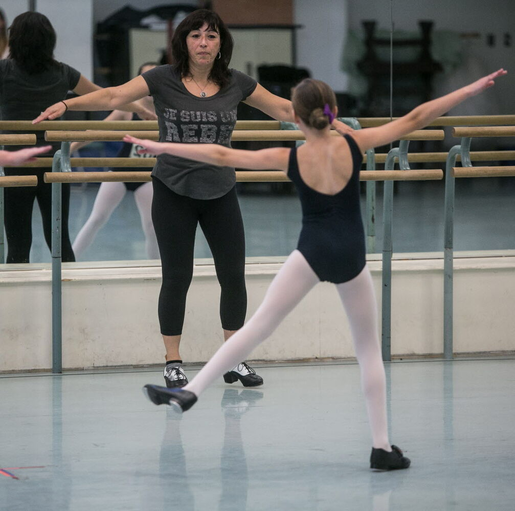 Choreographer Tracey Flye puts the young dancers through their paces Sunday. MIKE DEAL / WINNIPEG FREE PRESS