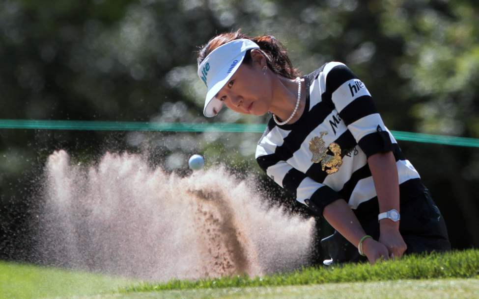 Soo-Yun Kang uses a wedge from the bunker on the seventeenth hole during day one action at St. Charles Country Club in Winnipeg,  Wednesday at the CN Canadian Women's Open.  (JOE BRYKSA / WINNIPEG FREE PRESS)