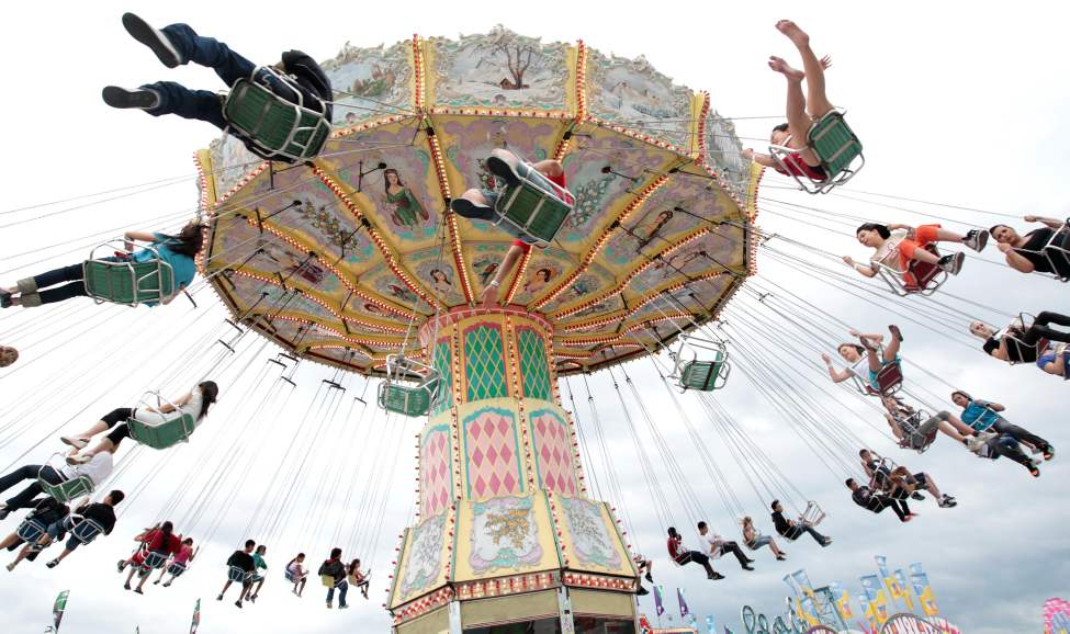 Swing ride at the Red River Exhibition.  June 26, 2010 (JOE BRYKSA / WINNIPEG FREE PRESS)