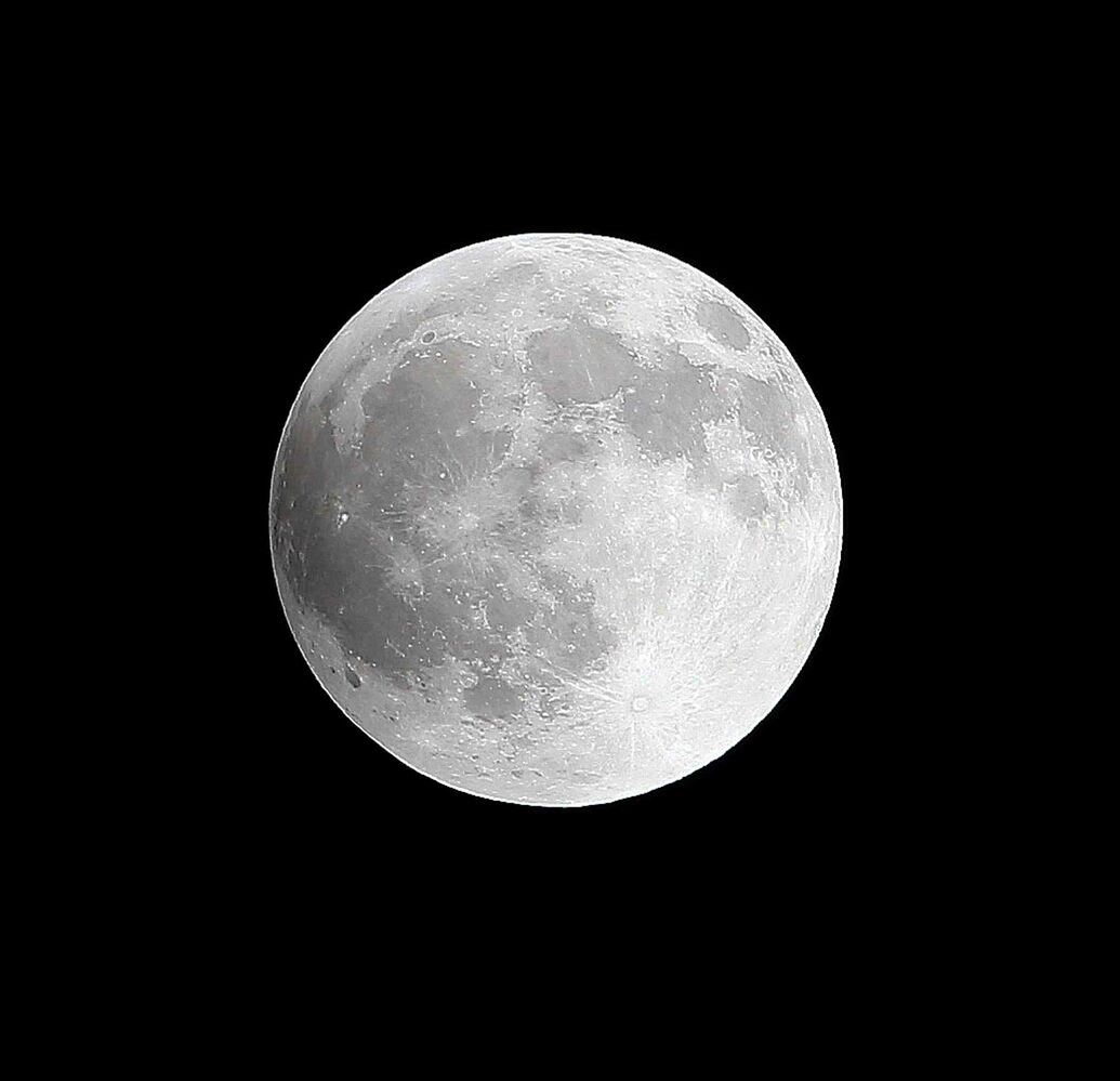 A full moon becomes a blood moon as Canada experiences a full lunar eclipse, early Tuesday, April 15, 2014. (Trevor Hagan / Winnipeg Free Press)