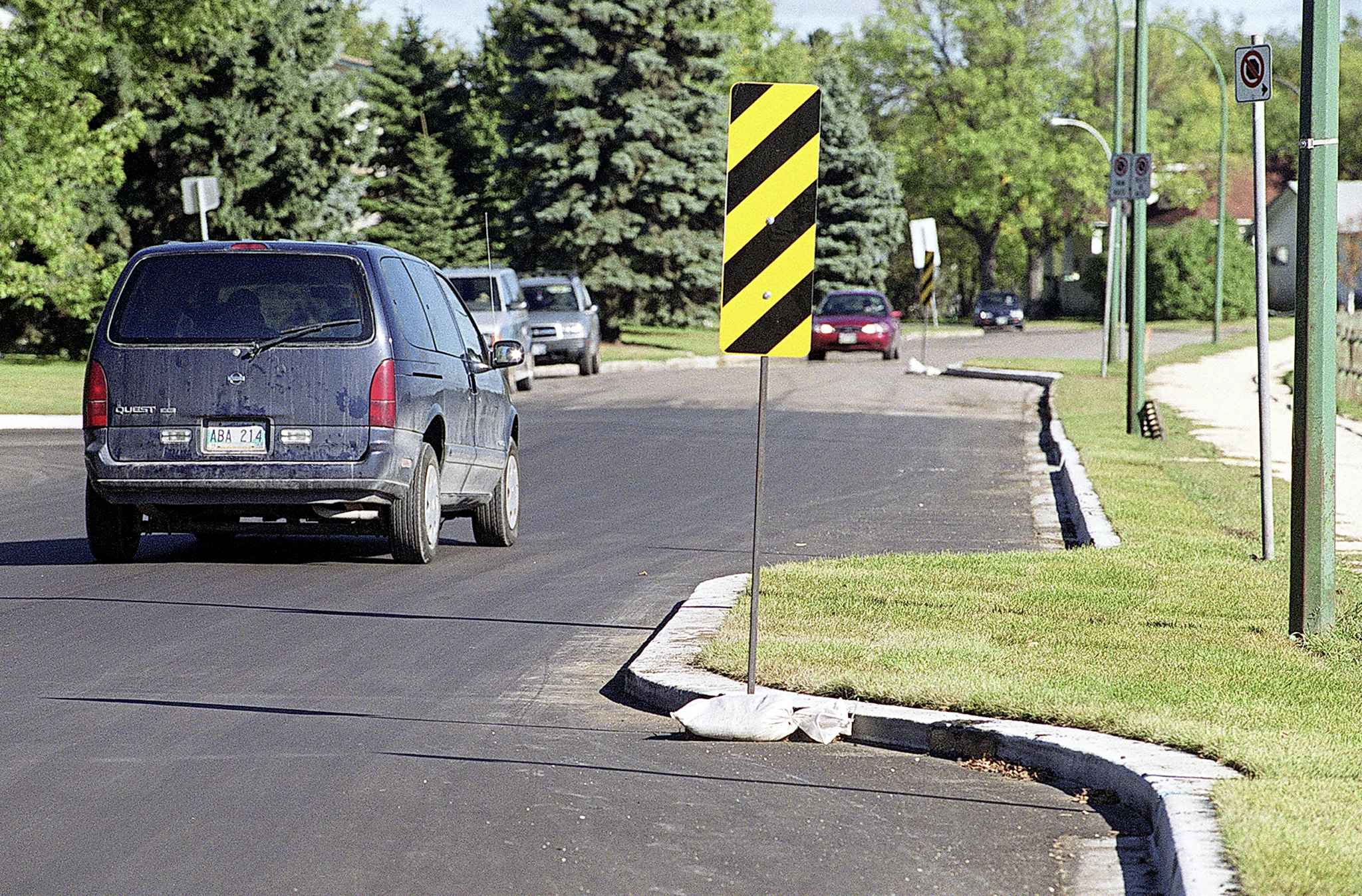 It will be easier for Winnipeggers to apply for barriers, speed bumps and roundabouts. (Jeff De Booy / Winnipeg Free Press files)