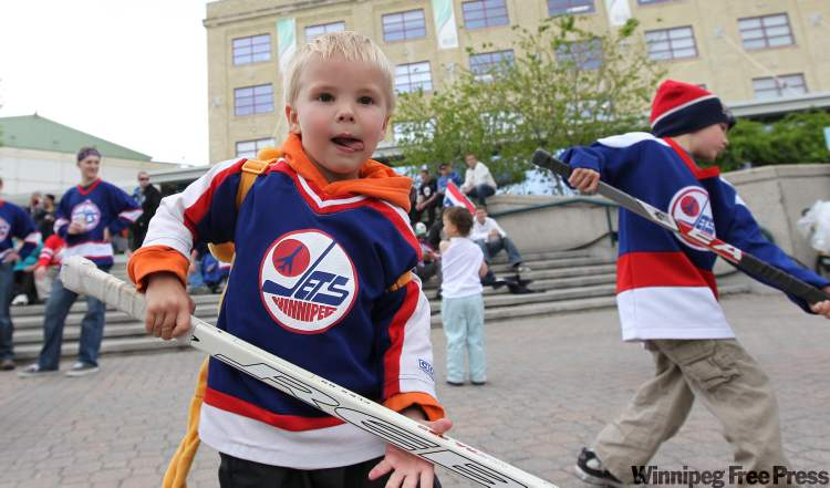 Three-year-old Dylan Bridge and his brother Aiden,  6, dance around at the Forks Tuesday afternoon. (Ruth Bonneville / Winnipeg Free Press)