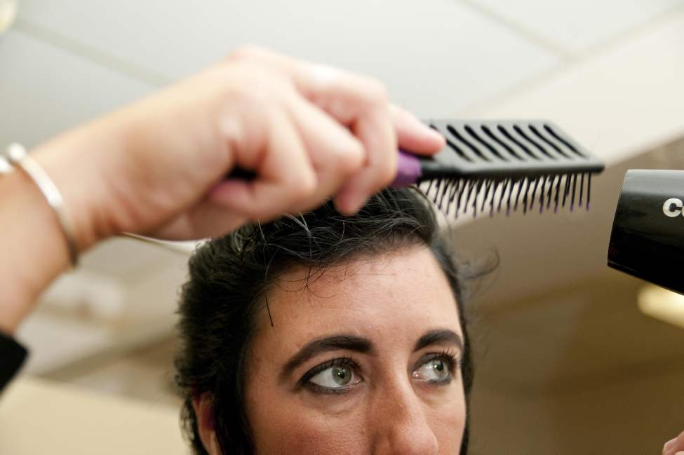 Gudz fixes her hair before her tribute performance as Miss Elvis Lee. (HADAS PARUSH / WINNIPEG FREE PRESS)
