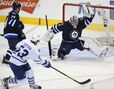 Maurice guarding Pavelec's back
