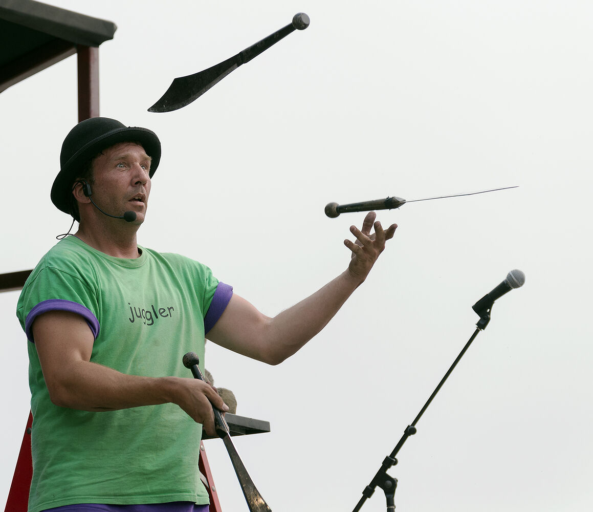 Chris Without The Hat juggles knives at Morris Stampede on Thursday.   (Sarah Taylor / Winnipeg Free Press)