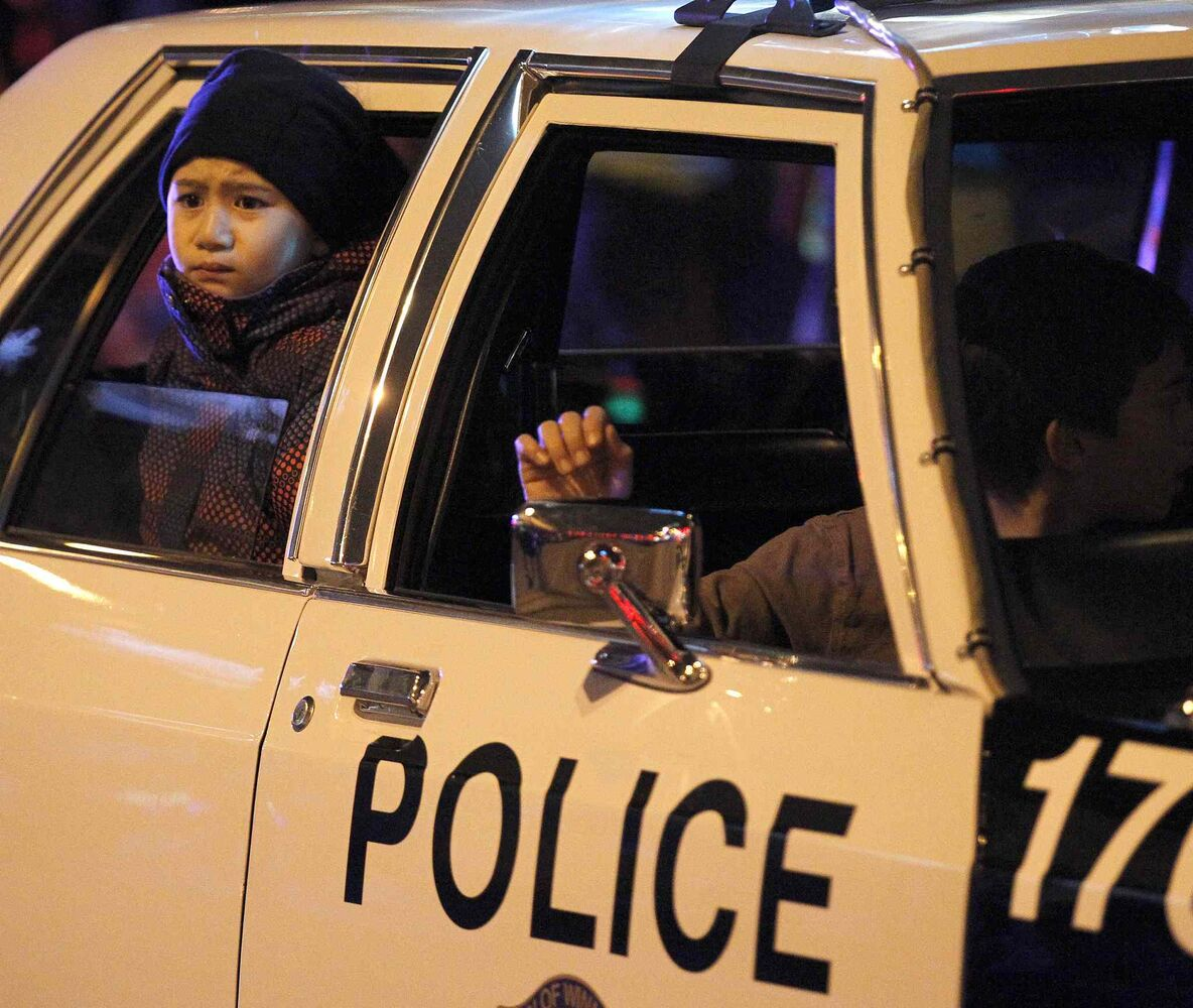A vintage Winnipeg police car was part of the parade. (TREVOR HAGAN / WINNIPEG FREE PRESS)