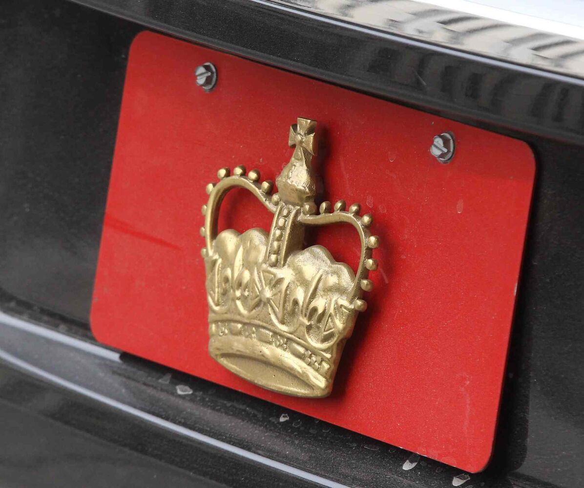 His Royal Highness Prince Charles royal plate on his car during his visit to Winnipeg. (JOE BRYKSA / WINNIPEG FREE PRESS)
