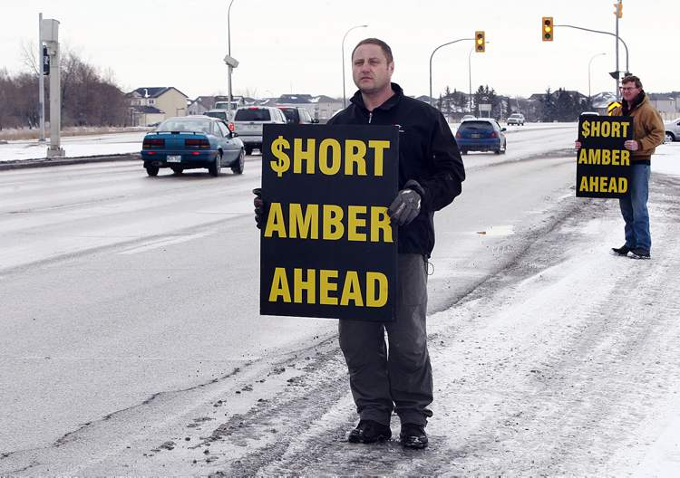 WiseUpWinnipeg says short amber lights boost the number of photo-radar tickets at intersections.