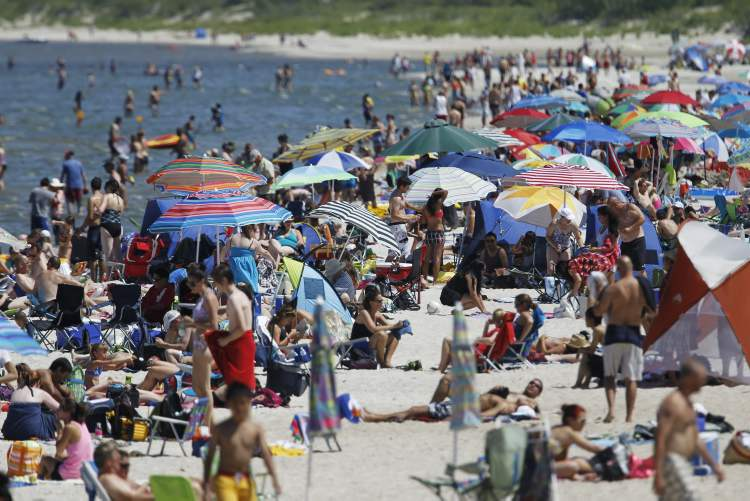 A few thousand people enjoy the sunshine at Grand Beach on Canada Day, Sunday. (TREVOR HAGAN / WINNIPEG FREE PRESS)