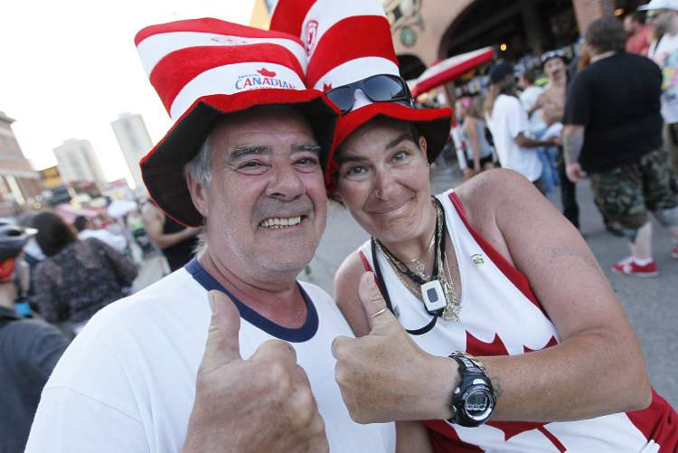 Guy Sanfacon and Sandy Catadle celebrate in Osborne Village. (John Woods / Winnipeg Free Press)