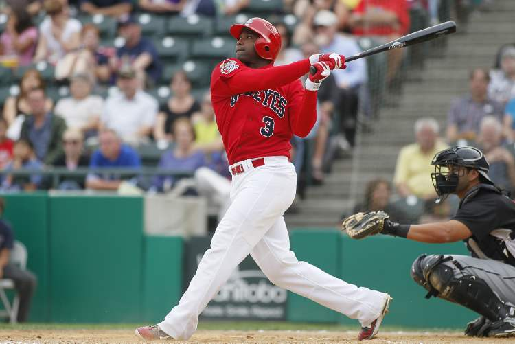 Yurendell de Caster (3) is leaving the Winnipeg Goldeyes to play in the Mexican League.