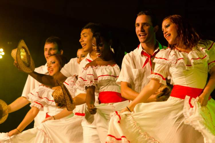 Dancers perform at the Cuba Va! Tropicana pavillion during Folklorama, Wednesday, August 15.  (COLE BREILAND / WINNIPEG FREE PRESS)