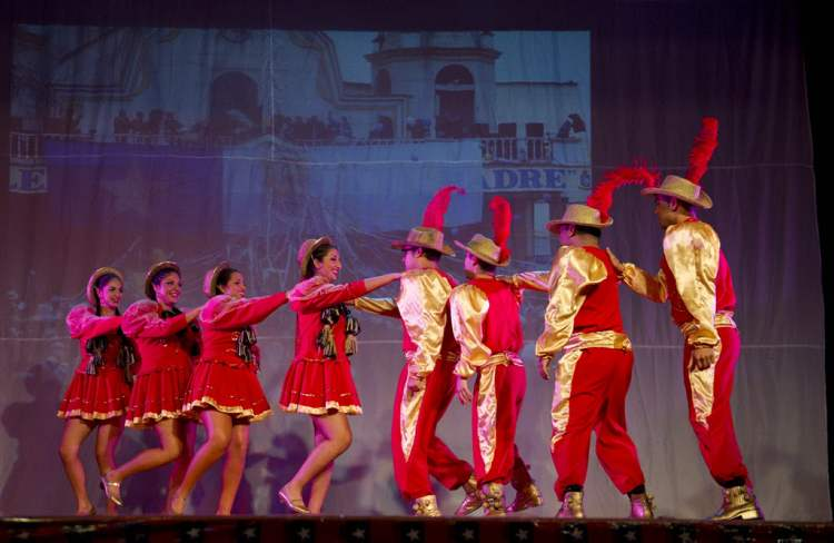 The local Chilean dance troupe performs at the Chile Lindo pavilion during the last night of Folklorma at Sargent Park School Saturday, August 18. (DAVID LIPNOWSKI / WINNIPEG FREE PRESS)