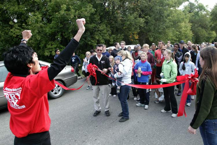 A ribbon is cut to mark the start of the 32nd Annual Terry Fox Run at Assiniboine Park Sunday morning. (MIKE DEAL / WINNIPEG FREE PRESS)