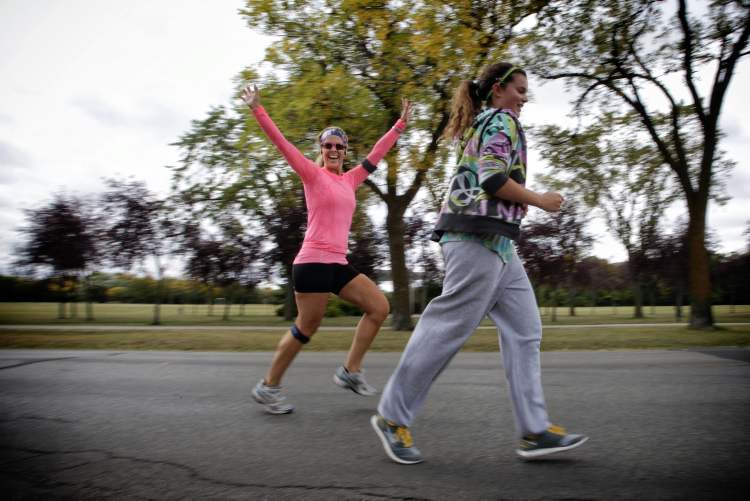 Participants take part in the 32nd Annual Terry Fox Run at Assiniboine Park Sunday morning.   (Mike Deal / Winnipeg Free Press)