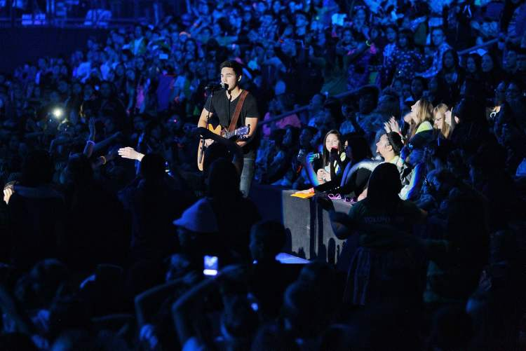 Tyler Shaw performs at We Day. (Mike Deal / Winnipeg Free Press)