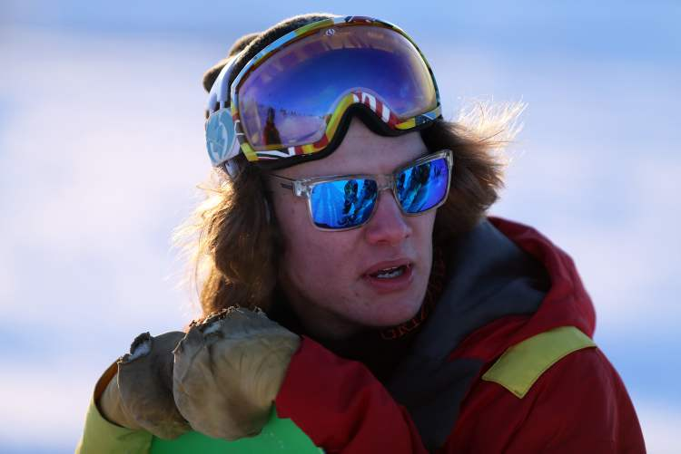 Snowboarder Joseph Kelly, 18, surveys the situation. (TREVOR HAGAN/WINNIPEG FREE PRESS) (TREVOR HAGAN / WINNIPEG FREE PRESS)