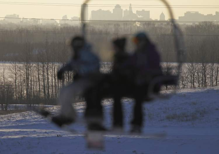 Skiers and snowboarders get a good look at the city while on the chairlift. (TREVOR HAGAN/WINNIPEG FREE PRESS)