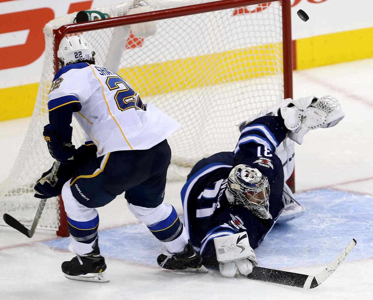 Ondrej Pavelec stops Kevin Shattenkirk of the St. Louis Blues during the shootout. (TREVOR HAGAN / WINNIPEG FREE PRESS)
