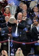 Chelsea's coach Rafael Benitez, from Spain, lifts the trophy after winning the Europa League final soccer match between Benfica and Chelsea at ArenA stadium in Amsterdam, Netherlands, Wednesday May 15, 2013. Chelsea defeated Benfica 2-1. (AP Photo/Martin Meissner)